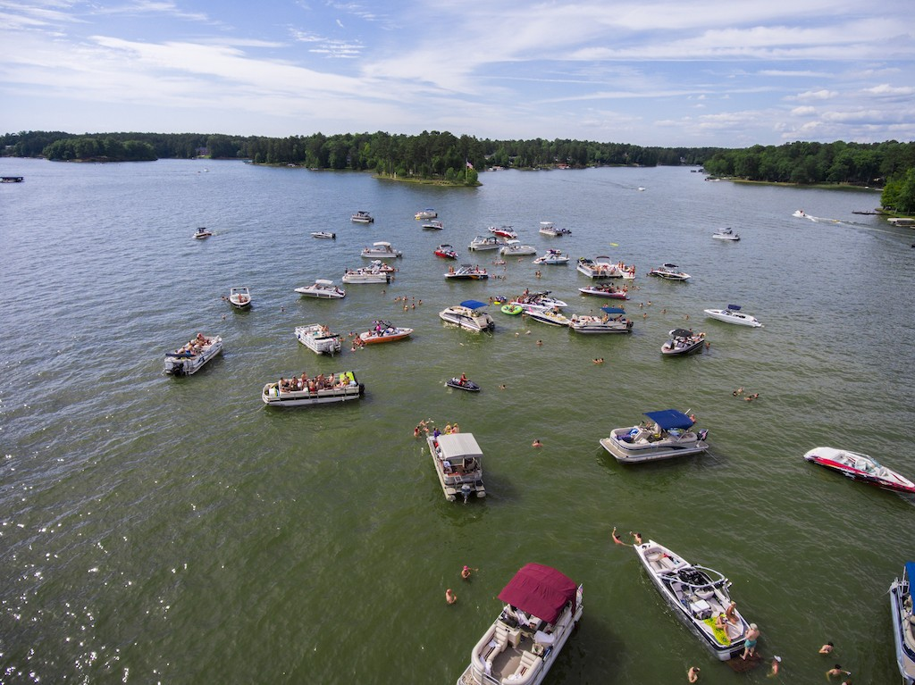10 Reasons Why You Should Be Living the Lake Life